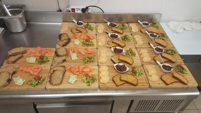 entree_planche_de_saumon_ardoise_de_foie_gras_maison_restaurant_lentre2